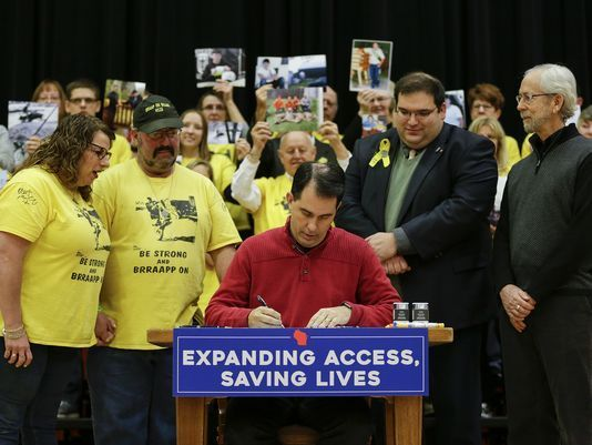 Gov. Scott Walker signs Dillon's Law bill at Mishicot High, making epinephrine more accessible